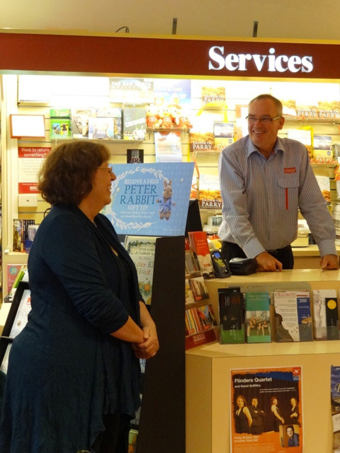Graeme of Dymocks Armidale, introducing Bronwyn Parry at launch of Dead Heat